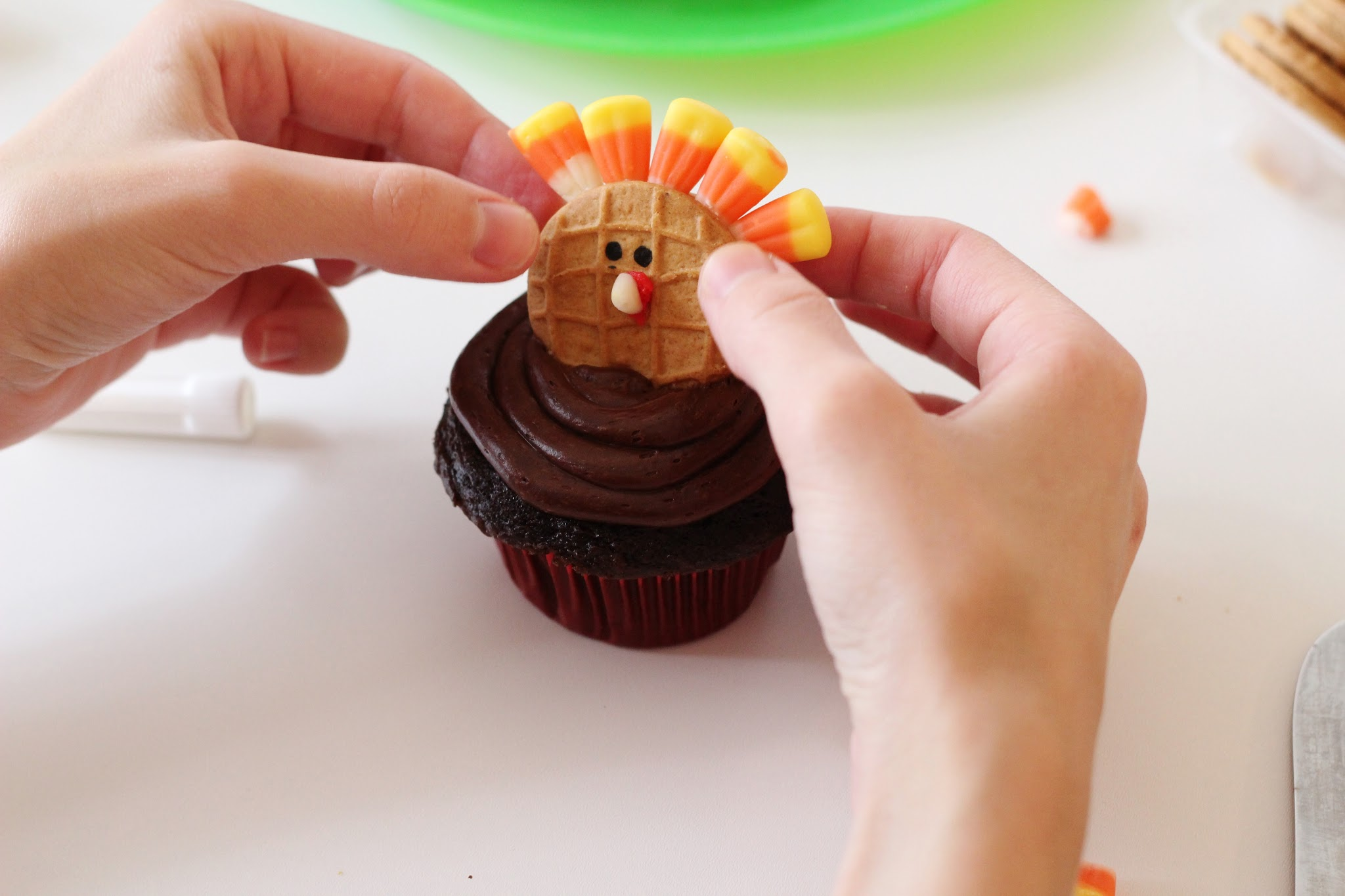 Turkey cupcakes. Simple turkey cupcakes. Thanksgiving turkey cupcakes. Easy turkey cupcakes. Turkey cupcakes with candy corn. Turkey cupcakes with nutter butter. #thanksgiving #turkey #cupcakes #baking #treats #kids #holiday #fall