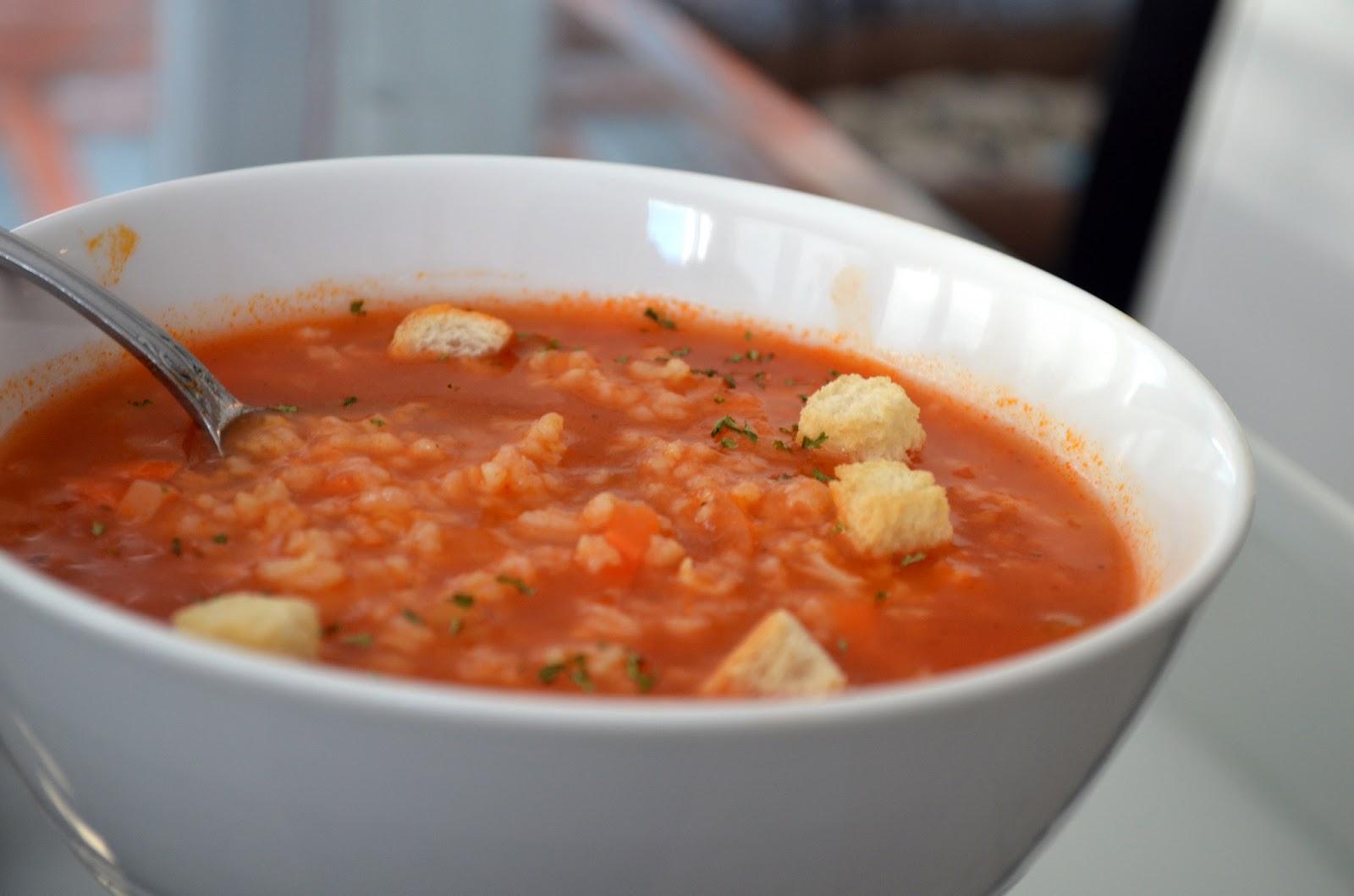 la cuisine de nathalie soupe au riz et tomate rapide. Black Bedroom Furniture Sets. Home Design Ideas