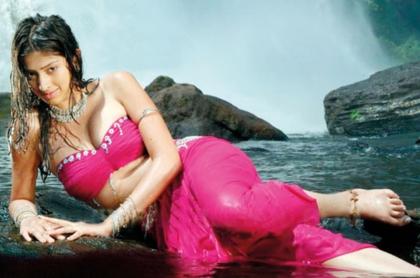 Lakshmi Rai i Bikini Photos