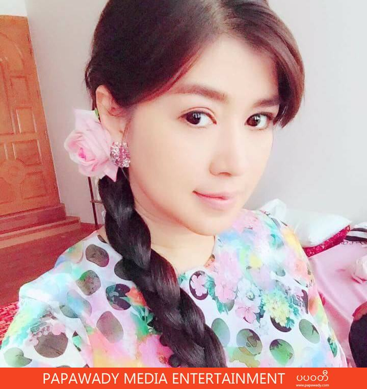 Eaindra Kyaw Zin and Her Selfie Collection Album (1)