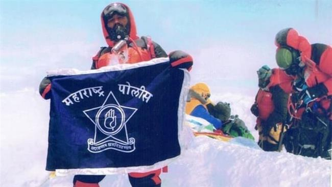 India fires couple officers for fake Everest climb