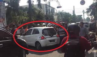 Honda Brio Pelaku Tabrak Lari Dikejar Warga Di Bandung