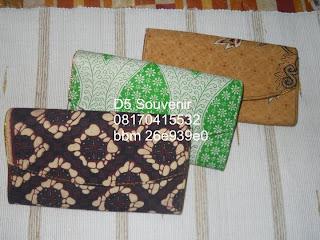 souvenir pernikahan tempat tisu, souvenir pernikahan unik, souvenir pernikahan murah, souvenir pernikahan bermanfaat, souvenir pernikahan dompet batik