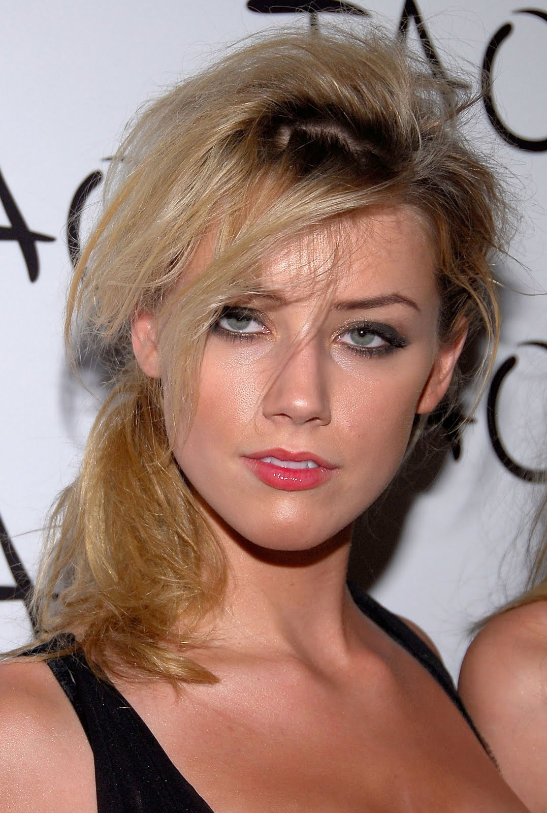 Checker Cab London >> Lankan Post: Amber Heard