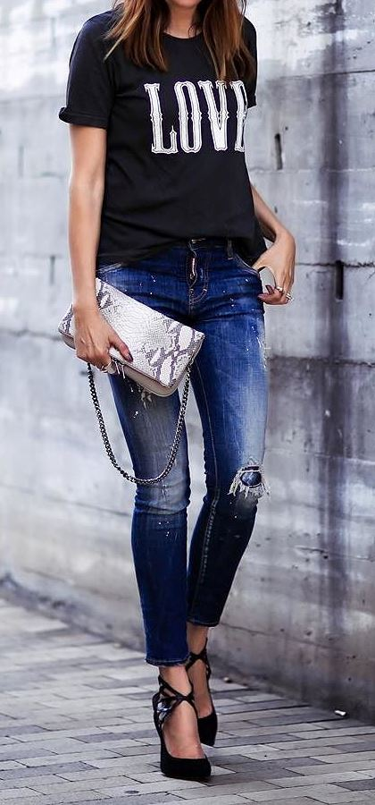 cool summer outfit: t-shirt + rips + bag + heels