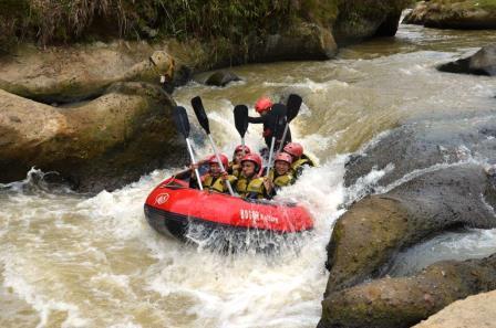 3 Tempat Paket Rafting Bogor yang Menarik