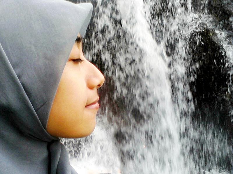 Cewek hijab Cantik lagi merem melek Githa Algian Yusnia Putri