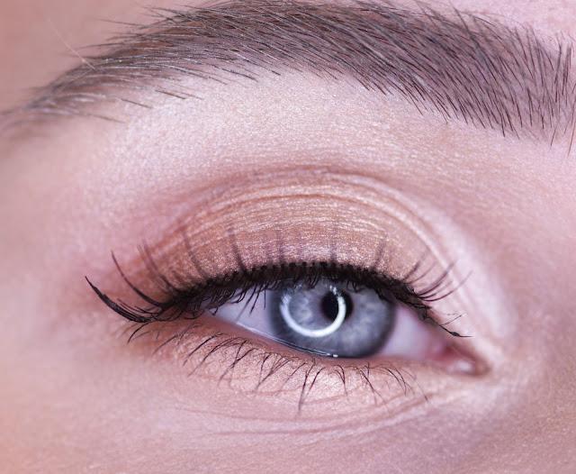 макияж глаз хайлайтером