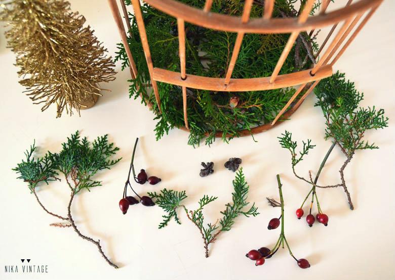 diy basico en el que haremos un centro de navidad diferente utilizaremos una jaula vintage y la figura de un ciervo blanco