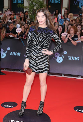 Hailee Steinfeld in a flirty mini dress at the 2015 MuchMusic Awards
