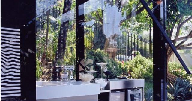 modern live in garage l 39 assurance d 39 une vie meilleure ben m me pas. Black Bedroom Furniture Sets. Home Design Ideas