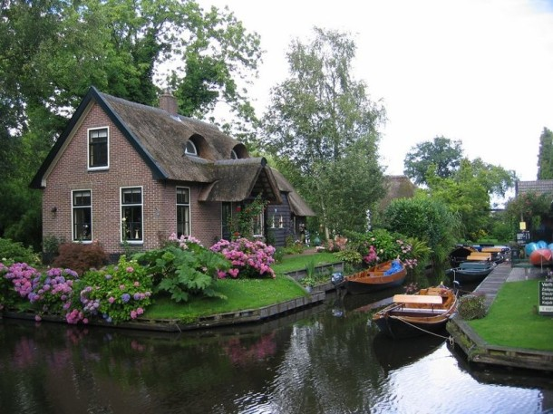 Laptop Travel: Giethoorn, Netherlands - Image 4 - Lounging at the Waldorf
