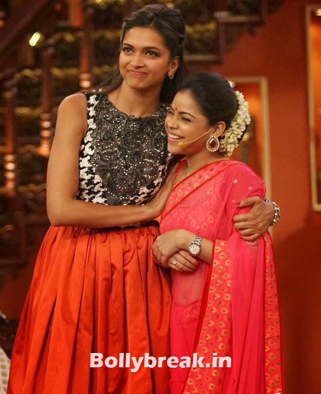 Deepika Padukone and Sumona Chakravarti, Comedy Nights with Kapil & Ram Leela Team