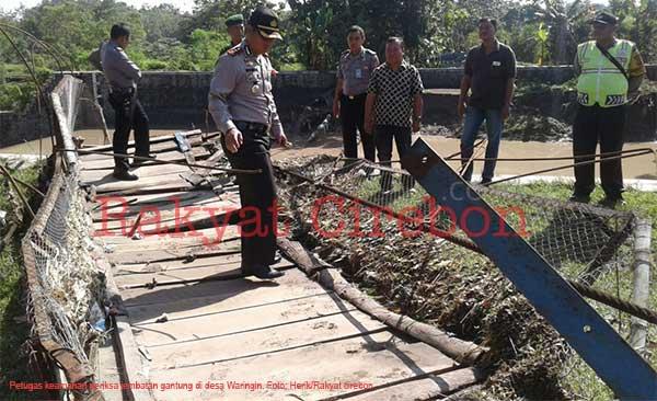 jembatan penghubung dua kecamatan di majalengka terputus