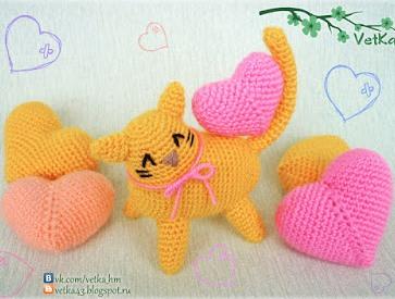 Кот амигуруми с сердечком