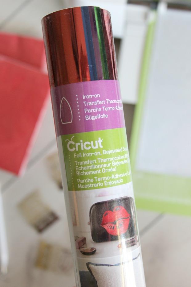 Ginger Snap Crafts: Graduation napkins with Cricut Foil Iron
