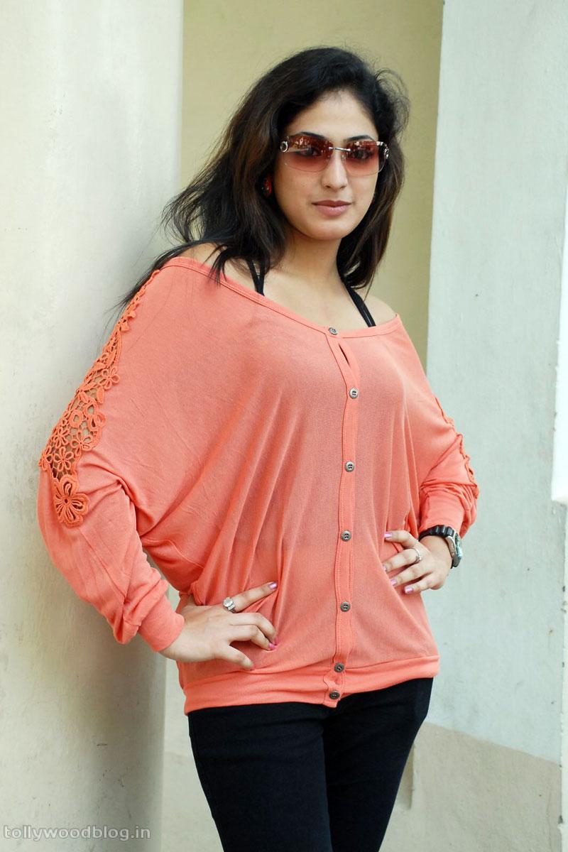 Hari Priya Latest Beautiful hot Photos Stills-HQ-Photo-11