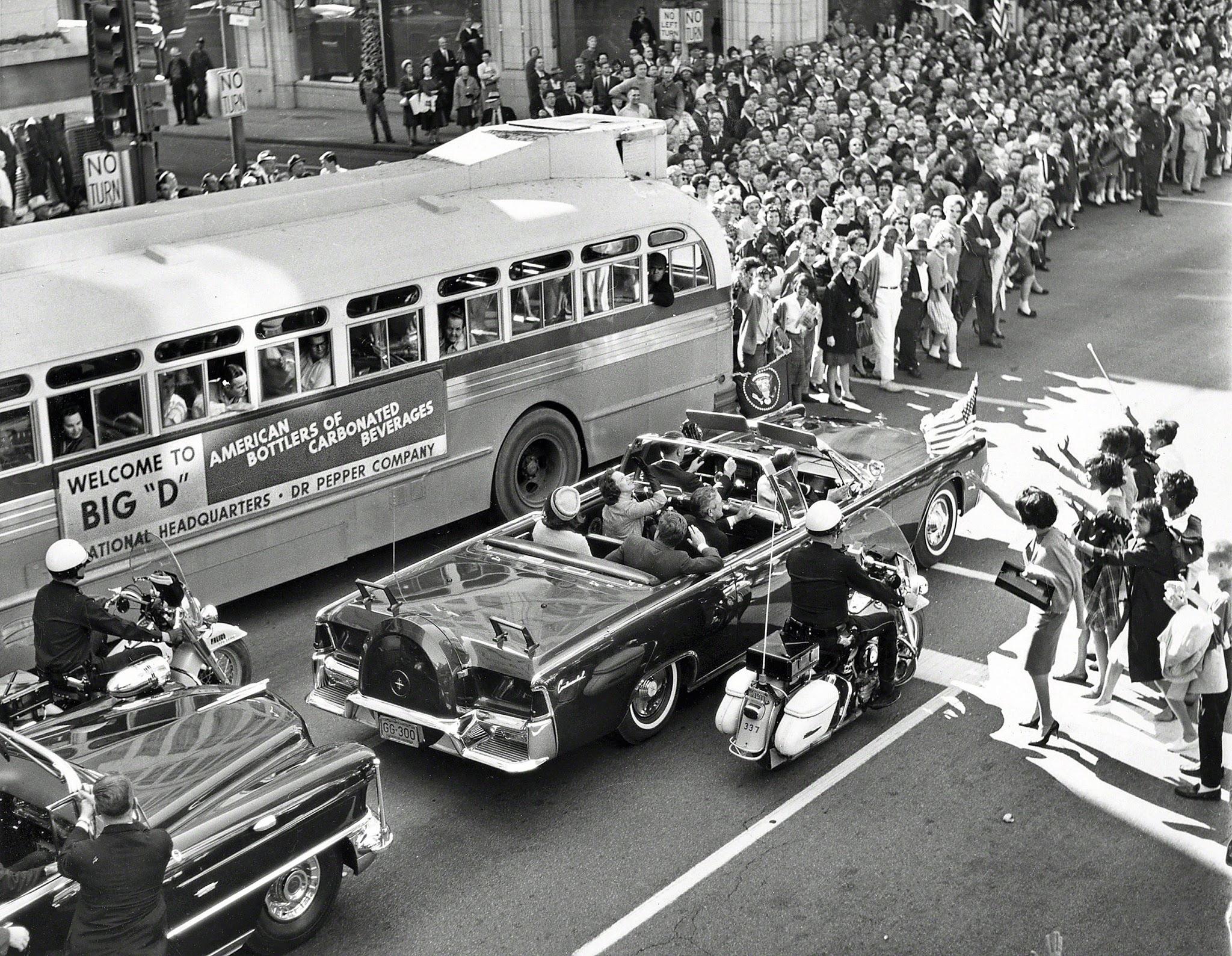 Dallas-Motorcade-November-22-1963.jpg