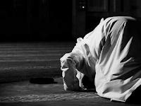 Subhanallah, 8 Kedahsyatan Doa Diantara 2 Sujud