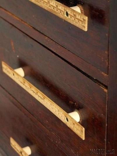 Ganti knob laci yang membosankan dengan handle laci (tarikan/gagang laci) dari penggaris kayu
