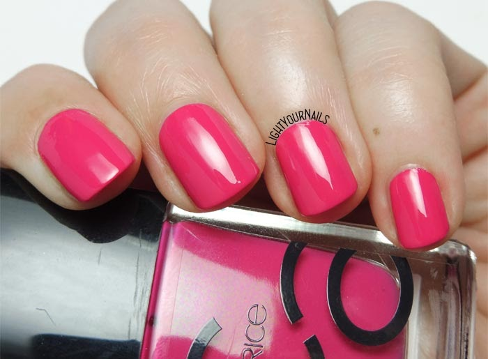 Smalto rosa acceso Catrice ICONails 32 Get Your Pink On bright pink nail polish #nails #catricecosmetics #lightyournails