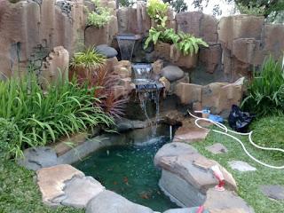 kolam tebing relif