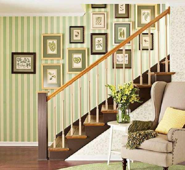 Trang trí tường cầu thang bằng tranh