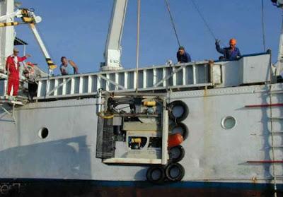 Vehículos sumergibles con control remoto (ROV) baja al sitio  atlantida