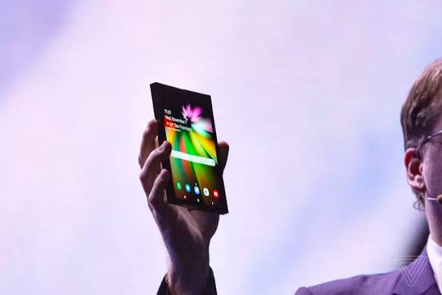 Samsung lần đầu tiên giới thiệu smartphone màn hình gập sau nhiều năm ấp ủ