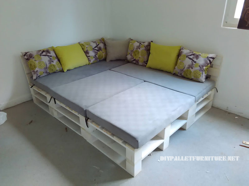 Sof de palets puff y mesa for Sofa convertible en cama