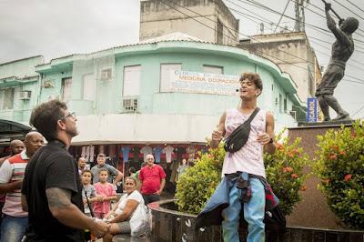 Adriano Melo dirige Gabriel Santana em gravação em Duque de Caxias