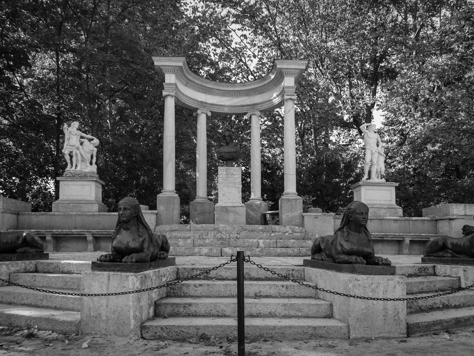 Estatua Parque del Capricho, Madrid, 2017