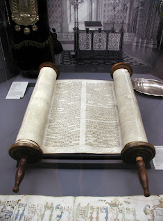 The early printed editions of the Torah  were presented in the form of a scroll