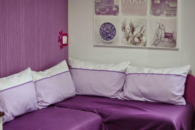Kolorowe poduszki, poduszki w fiolecie