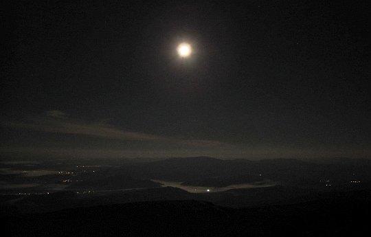 Nocny widok z Babiej Góry w kierunku zachodnim.