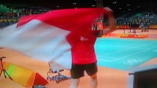 Luapan Kegembiraan Liliyan Natsir Saat Berlari Membawa Bendera Merah-Putih