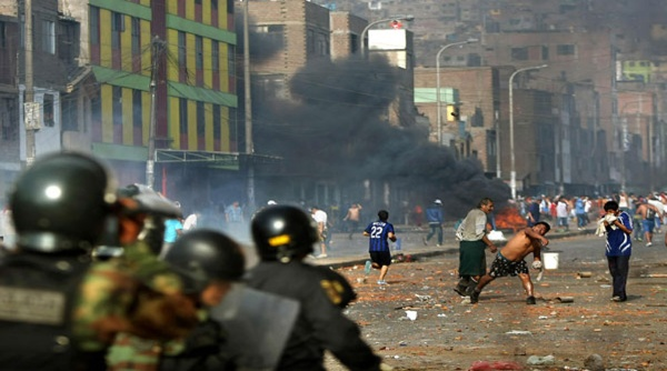 Continúan protestas en Perú tras asesinato de campesinos