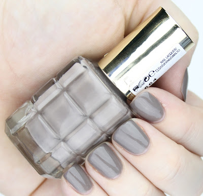 L'Oreal Colour Riche Le Vernis A L'Huile Nail Polishes review swatches 664 Greige Amoureux