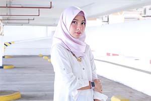 Dinda Kirana Pakai Hijab