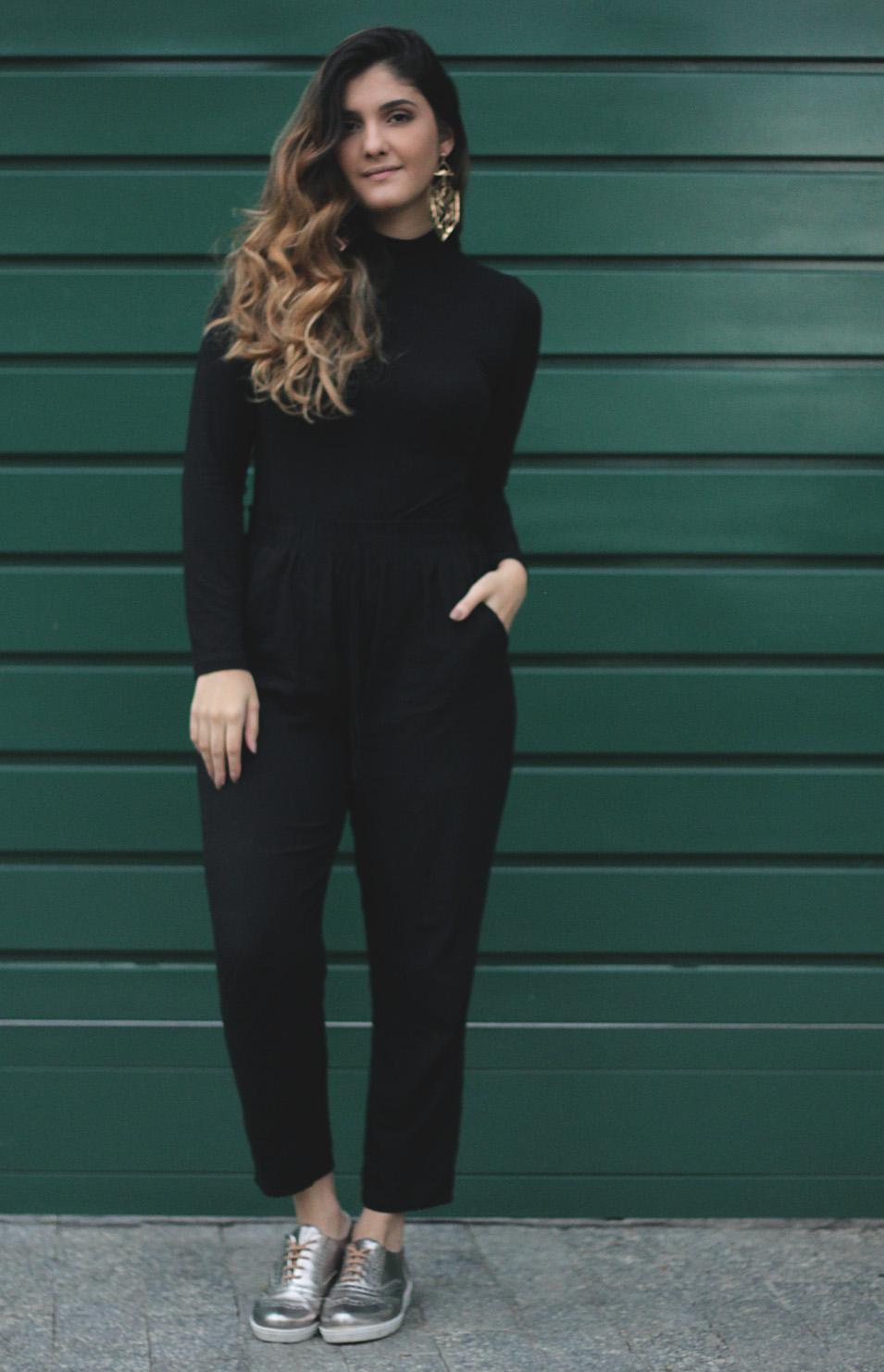 Estou Usando: Preto Simples - Talita Vieira - gola alta
