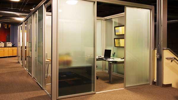 Tata ruang kantor tertutup desainiccom