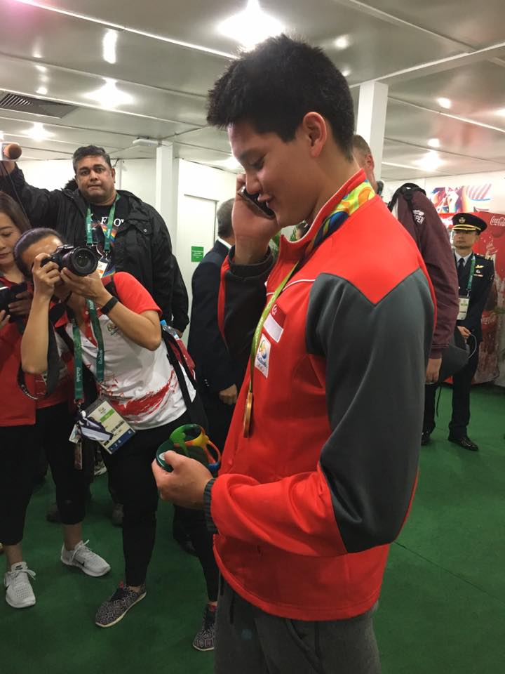 Tan Chuan-Jin captures tender moment of Schooling speaking to his dad on the phone