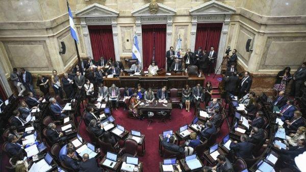 Tres senadores argentinos rechazan ley del aborto y suman mayoría