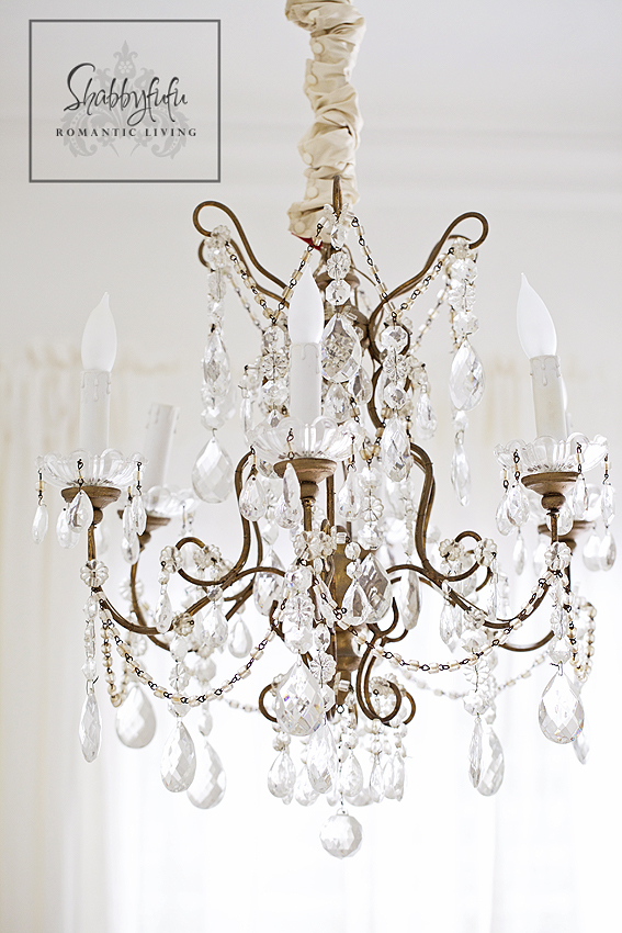 romantic room designs - crystal and brass chandelier