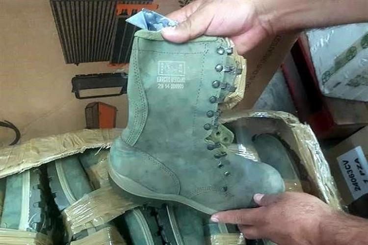 Aseguran diversos pares de botas clonadas del Ejército Mexicano en Morelia, Michoacán.