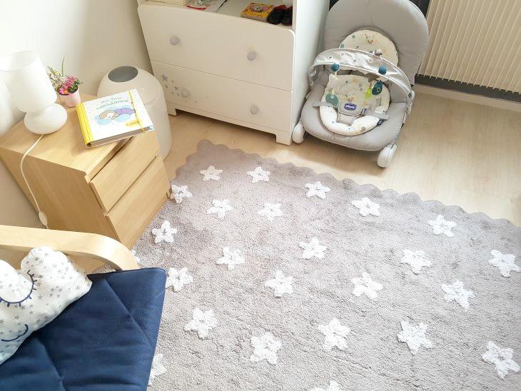 inspiration chambre de bébé garçon grise avec étoiles