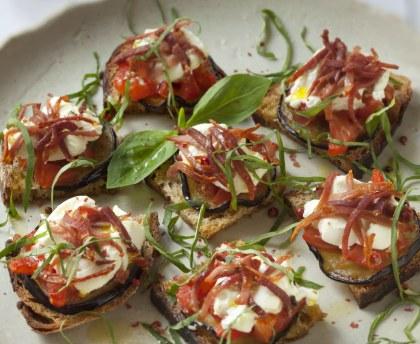 Bruschetta tomatoes, eggplants and goat cheese