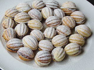 Nuci umplute /  Walnut Shaped Cookies