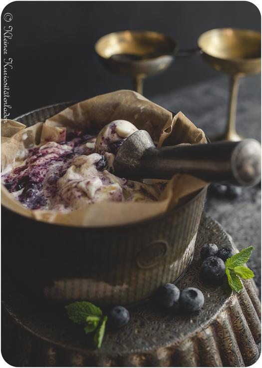 Ricotta-Eis mit Blaubeer-Swirl