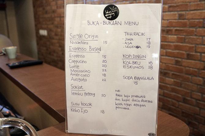 Menu dan harga di kedai kopi Lokus